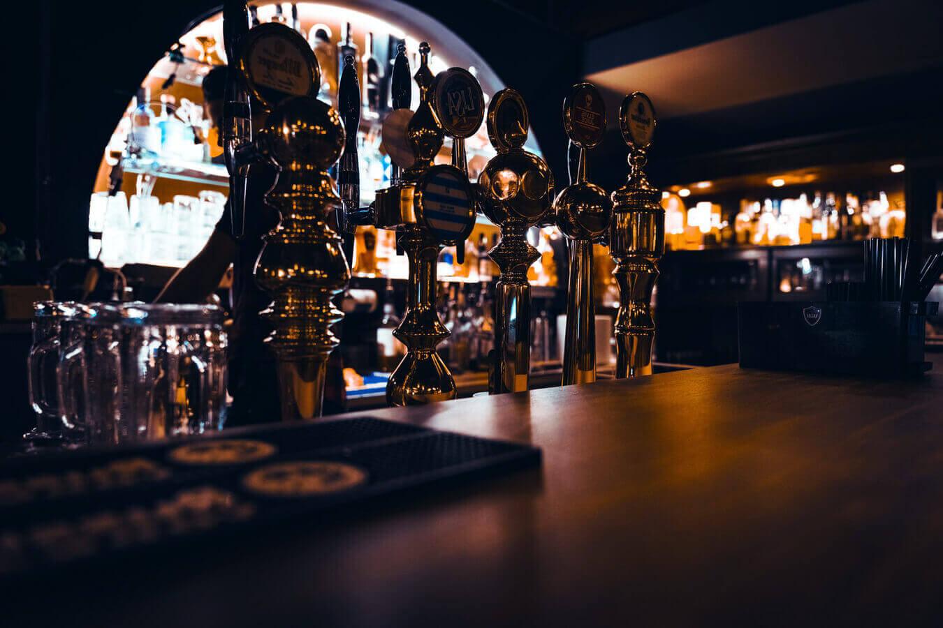 Пивная башня в баре, пабе